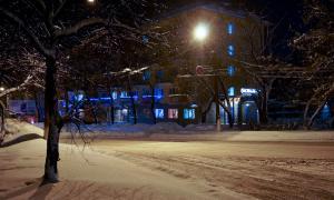 Вятка. Зима. Вечерний город, Гостиница Спортивная