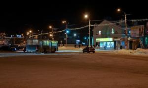 Вятка. Зима. Вечерний город, Привокзальная площадь