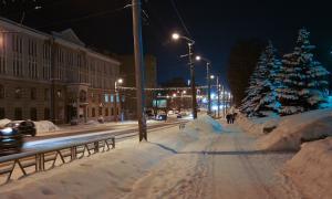 Вятка. Зима. Вечерний город, Улица Комсомольская