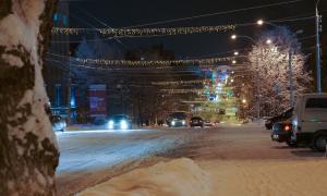 Вятка. Зима. Вечерний город, Улица Карла Маркса