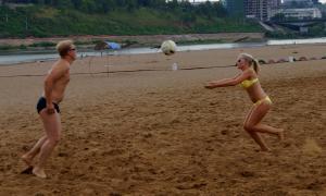 Волейбол на пляже. Ливень, plag-010