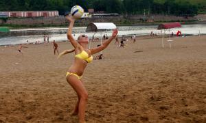 Волейбол на пляже. Ливень, plag-012