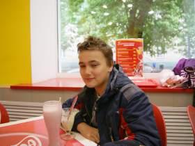Артем Пихтин, В студенческом кафе