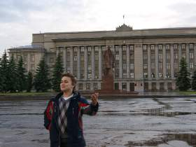Артем Пихтин, На Театральной площади