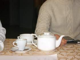 Заседание клуба ФСБ-4, Пьют чай